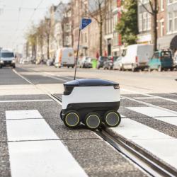 En dron o en una tienda robótica sobre ruedas: así llegará la comida hasta tu casa