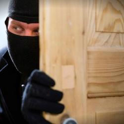 Imanes, mirillas con vaselina y alarmas: cómo evitar los robos en las viviendas