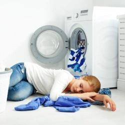 ¿Pueden mis vecinos quejarse si pongo la lavadora de noche?